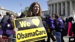 支持奥巴马总统的医疗改革的民众3月27日在美国最高法院外面