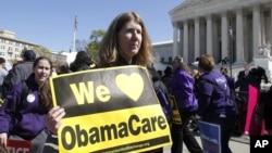 Người biểu tình ủng hộ dự luật cải cách bảo hiểm y tế của Tổng thống Obama phía trước Tòa án tối cao ở Washington