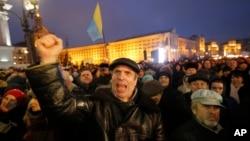Kiyevda hukumatga qarshi namoyishlar