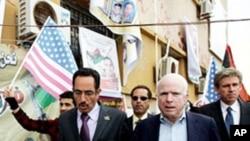 리비아 반군 주도의 국민위원회 대표와 만남을 가진 존 맥케인 미 상원의원