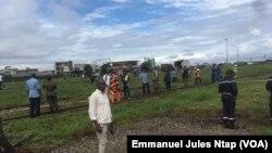 Les forces de l'ordre et de défense déployés sur le site de l'explosion à Douala, Cameroun, 22 septembre 2017. (VOA/Emmanuel Jules Ntap)