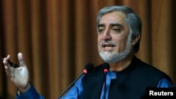 8일 아프가니스탄의 압둘 압둘라 대선 후보가 카불에서 기자회견을 열고 재검표 거부 의사를 밝히고 있다.