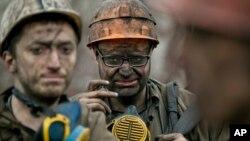 Rudari ispred rudnika Zasjatko u Donjecku u Ukrajini, 4. mart 2015.