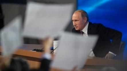 俄罗斯总统普京在年终记者会上讲话