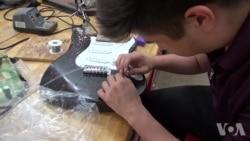 学生制作吉他学习科学知识