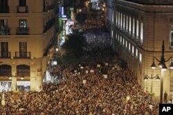 Protestation nocturne à Puerta del Sol, Madrid ( 21 mai 2011)