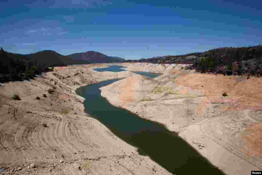 اوروول جھیل ریاست کیلی فورنیا کا دوسرا بڑا آبی ذخیرہ ہے جس میں پانی کی سطح کم ہو کر اس کی گنجائش کے 35 فی صد تک آ چکی ہے۔
