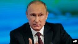 Ruski predsednik Vladimir Putin govori na godišnjoj konferenciji za novinare u Moskvi