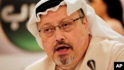 Jamal Khashoggi saat berbicara dalam konferensi pers di Manama, Bahrain, 1 Februari 2015.