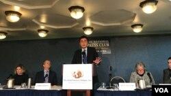 日本駐美國大使館經濟事務部參贊Shige Watanabe。