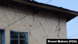 Une maison fissurée après un séisme de 5,9 dégré dans le nord de Bakavu, Nord-Kivu,7 aout 2015