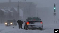 明尼苏达州圣保罗市的暴风雪景象