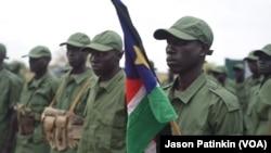 Para tentara pemberontak Sudan Selatan saat bersiap memasuki ibukota Juba menjelang kedatangan pemimpin pemberontak Riek Machar (foto: dok).