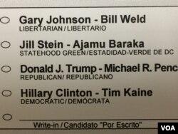 选票上印着四对总统、副总统候选人名字(美国之音燕青拍摄)
