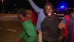 Près de 500 migrants forcent la frontière entre le Maroc et l'Espagne (vidéo)