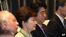 南韓總統朴槿惠和日本首相安倍晉三2013年10月出席印尼出席亞太經合會(資料圖片)