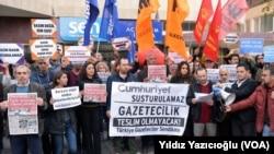 عکس آرشیو، تظاهرات در ترکیه در اعتراض به بسته شدن روزنامه ها