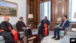 Arşîv: Şanda Kardinalan ya Vatîkanê nameya papa digihîne serokê Sûriyê Beşar Asad.