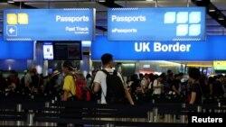 Контроль на кордоні в аеропорту Хітроу у Лондоні