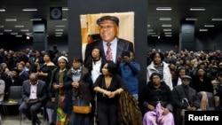 Des personnes se sont réunies pour rendre hommage à Etienne Tshisekedi lors d'une cérémonie à Bruxelles, le 5 février 2017.
