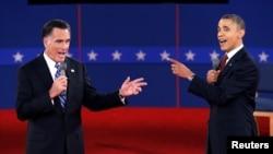 Cuộc thăm dò ý kiến cử tri ngay lập tức của nhiều cơ quan truyền thông cho thấy ông Obama thắng ông Romney. 16/10/2012 (REUTERS/Mike Segar)