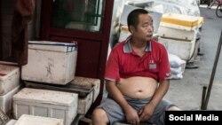 شهرهایی در چین، مردانی را که بالاتنه برهنه خود را به نمایش بگذارند جریمه می کنند