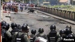 Ministro de Defensa, Vladimir Padrino López, ordenó el traslado de 2.000 guardias y 600 tropas de operaciones especiales para frenar la violencia en el estado de Táchira fronterizo con Colombia.