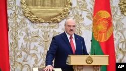 白俄羅斯總統盧卡申科2020年9月23日在明斯克獨立宮舉行的就職典禮上宣誓就職。