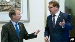 Сенатор Рэнд Пол (слева) и председатель Комитета Совета Федерации по международным делам Константин Косачев. Москва, Россия, 6 августа 2018