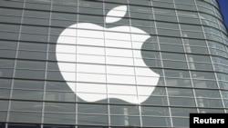 Logo Apple pada Konferensi Pengembang Apple Seluruh Dunia (WWDC), di California pada Juni 2012. (Foto: Reuters)