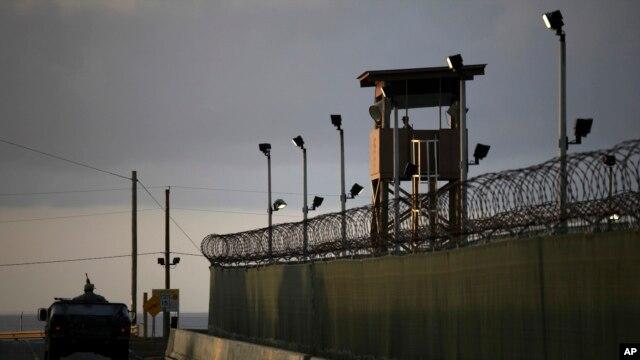 Un total de 52 prisioneros en Guantánamo están listos para ser transferidos, según funcionarios del gobierno estadounidense.