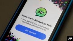 Aplikasi Messenger Kids ditampilkan pada iPhone di New York, Jum'at, 16 Februari 2018 (foto: AP Photo/Richard Drew)