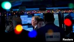 La noticia sobre el crecimiento llevó el Índice Dow Jones por encima de 18.000 puntos por primera vez en la historia.