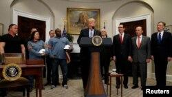 TT Mỹ Donald Trump loan báo sẽ áp thuế quan trên thép và nhôm nhập khẩu