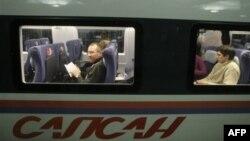 """Пассажиры поезда """"Сапсан"""", развивающего скорость до 250 км в час. Архивное фото."""