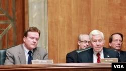 美國參議員吉姆.韋伯(左)和理查德•盧格(資料圖片)