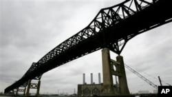 New Jersey Eyaleti'nde 76 yıl önce inşa edilen bir köprü. Amerika'nın eskiyen altyapısına bir örnek.
