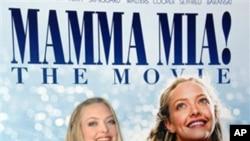 영화 맘마 미아의 포스터와 출연 여배우 아만다 사이프리드(Amanda Seyfried)