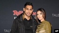 عامر خان اپنی بیوی فریال مخدوم خان کے ساتھ (فائل)