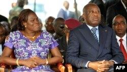 Le président ivoirien Laurent Gbagbo et son épouse Simone lors d'une cérémonie, le 4 février 2011 à Abidjan, en hommage aux membres des forces armées qui ont perdu la vie lors des violences post-électorales