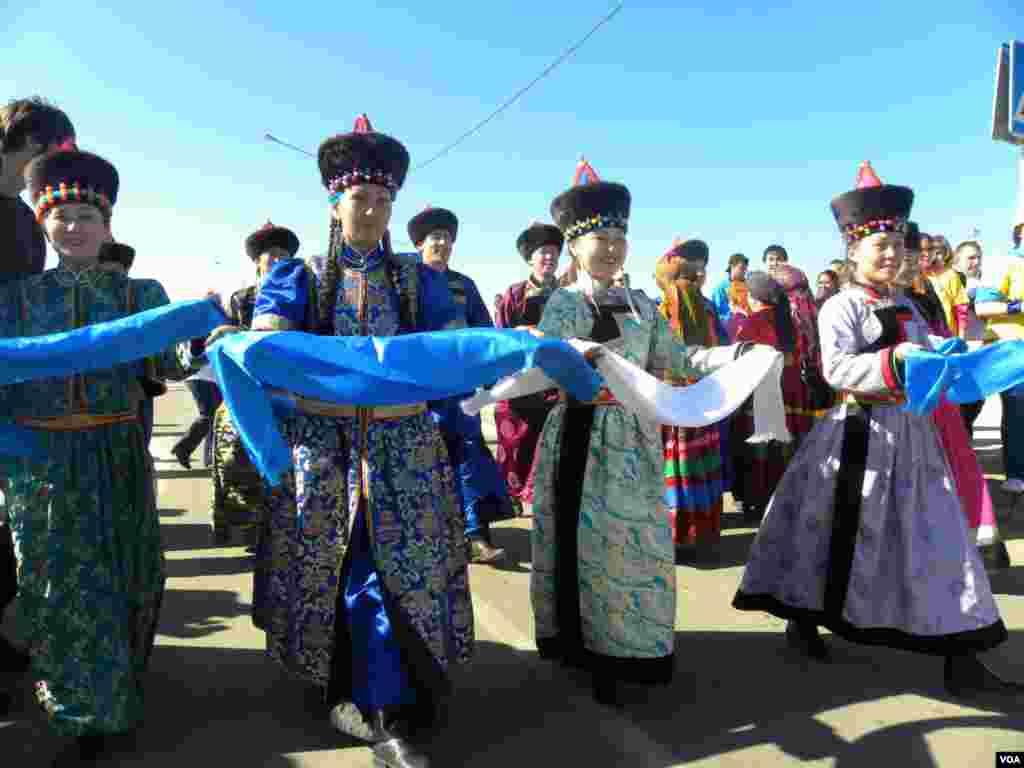 На берегу Байкала гостей форума встречали с распростертыми объятиями