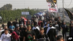 Shi'ite pilgrims march to Karbala for the Arbaeen ritual in Baghdad, Iraq, Nov. 28, 2015. At least five people died in a suicide car bomb attack in northern Iraqi where recent deadly clashes have taken place between Kurdish and Shi'ite paramilitary forces