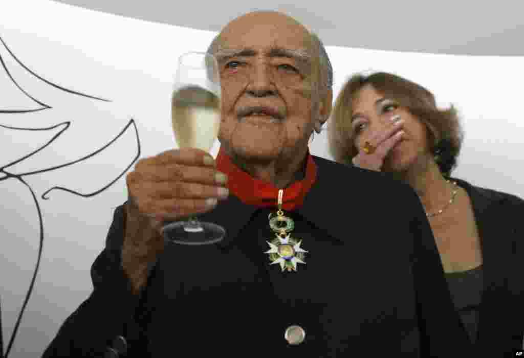 Oscar Niemeyer, uno de los fundadores de la arquitectura moderna, falleció el 5 de diciembre en Rio de Janeiro a la edad de 104 años.