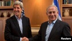 美國國務卿克里(左)和以色列總理內塔尼亞胡6月27日在耶路撒冷會晤