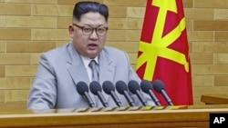 """Kim usó su discurso televisado de Año Nuevo para declarar que Corea del Norte es una """"potencia nuclear responsable y que ama la paz""""."""