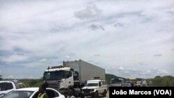 Ponte no município de Caimbambo em Benguela desabou a 9 de Novembro criando paralização dos automobilistas. Angola.