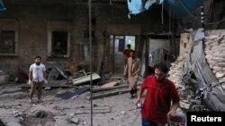 28일 시리아 알레포 반군 점령지 알마디의 병원이 공습을 받았다.
