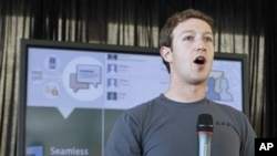 Facebook CEO Mark Zuckerberg talks about the new Facebook messaging service at an announcement in San Francisco, 15 Nov 2010