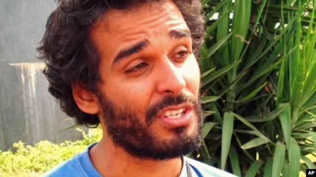 Luaty Beirão, cujo nome artístico é Ikonoklasta e fez, antes, fama como Brigadeiro Mata-Frakuxz. Também foi preso, quinta-feira, em Luanda (VOA)
