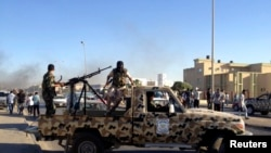 Des membres des forces spéciales de l'armée libyenne dans Benghazi le 3 octobre 2013